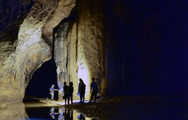 Trải nghiệm 7km nối dài của động Thiên Đường khi đến Quảng Bình