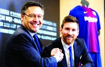 Chủ tịch Bartomeu biến Barca thành 'gánh xiếc' như thế nào?