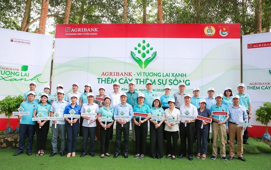 """Phát động chương trình trồng cây xanh """"Agribank - Vì tương lai xanh - Thêm cây, thêm sự sống"""""""