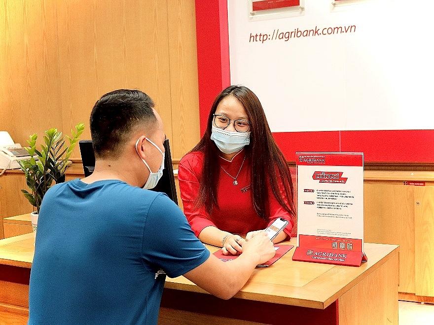 Agribank dành tặng nhiều ưu đãi khuyến khích khách hàng sử dụng dịch vụ Ngân hàng điện tử nhằm hạn chế lây lan dịch Covid-19.