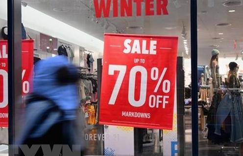 Chỉ số lòng tin tiêu dùng Mỹ cải thiện bất chấp lạm phát cao