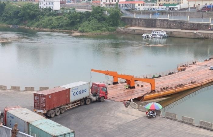 Quảng Ninh: Kiểm soát chặt hàng hóa qua Lối mở Km3+4 gắn với phòng dịch