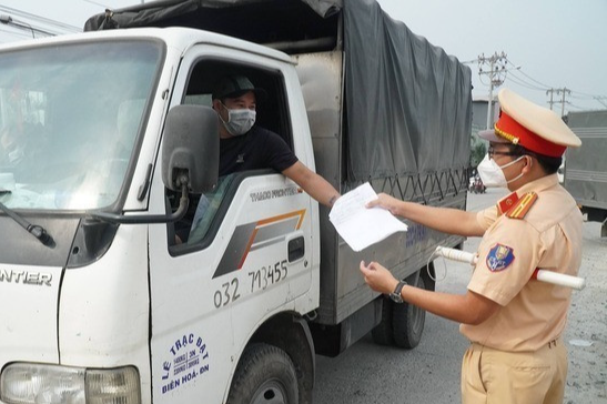 Lái xe phải có xét nghiệm âm tính trong vòng 72 giờ khi trở về Bắc Giang.