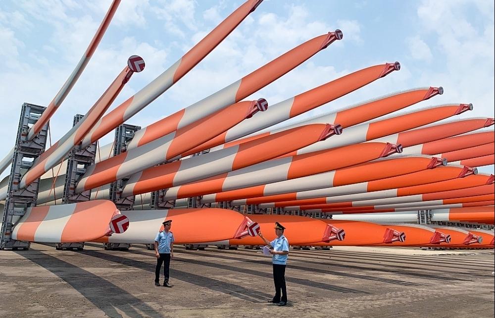 Thu thuế xuất nhập khẩu qua cảng Hòn La tăng 484%