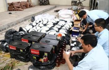 """Quảng Trị: Báo động tình trạng dùng xe """"hạ tải"""" để chở hàng lậu"""