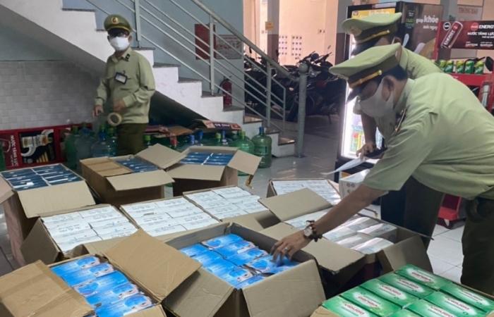 Phát hiện gần 9.400 cơ sở kinh doanh khẩu trang vi phạm