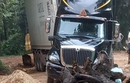 Xuất nhập khẩu qua cửa khẩu Tây Trang giảm do mưa lớn
