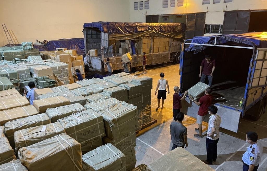 Khởi tố, bắt tạm giam chủ kho người Trung Quốc chứa 50 tấn hàng giả mạo tại Bắc Ninh