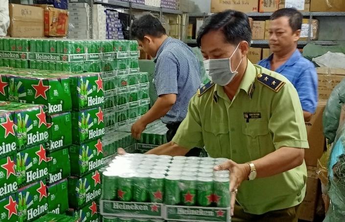 Tiêu hủy 330 thùng bia Heineken nhập lậu