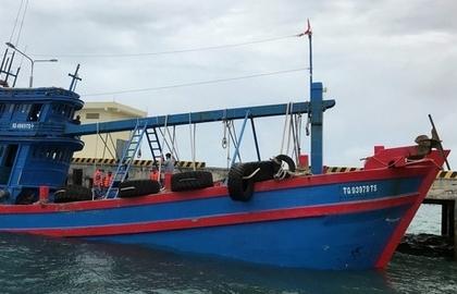 Hoán cải tàu cá để buôn lậu xăng dầu