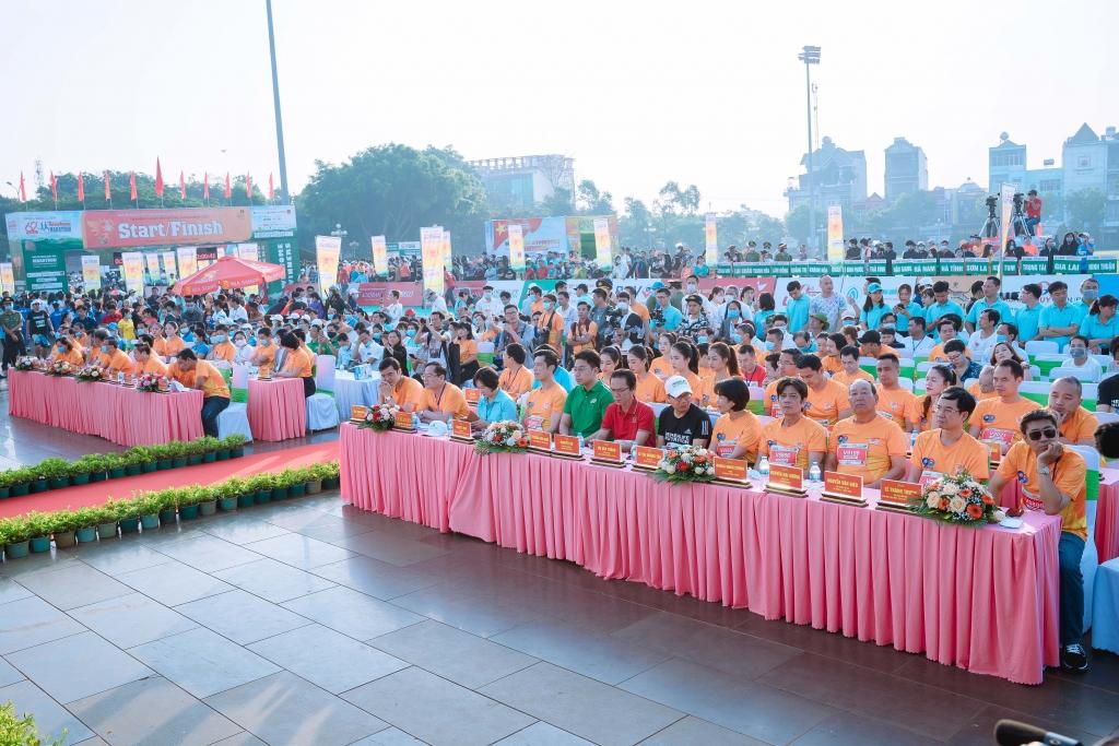 Lễ khai mạc Giải Vô địch quốc gia marathon và cự ly dài báo Tiền Phong (Tiền Phong Marathon) 2021 sáng 28/03/2021 tại Pleiku, Gia Lai