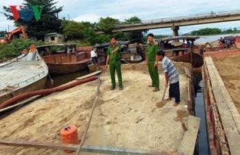 Giá cát tăng, nạn khai thác cát trái phép tràn lan