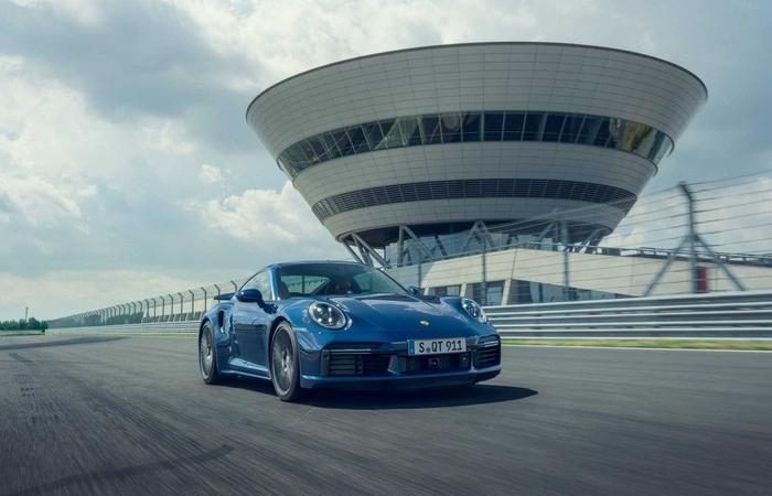 Porsche ra mắt 911 Turbo và Turbo Cabriolet