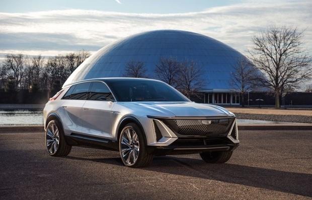 """Cadillac """"so găng"""" Tesla với mẫu crossover chạy hoàn toàn bằng điện"""