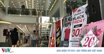 Hà Nội vắng cảnh đổ xô, chen chân mua sắm dịp Black Friday