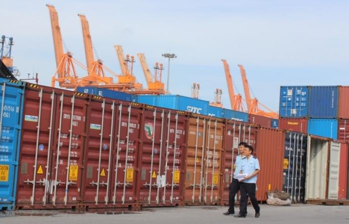Nhiều bất ổn, nhưng cả năm Việt Nam vẫn sẽ xuất siêu khoảng 2 tỷ USD