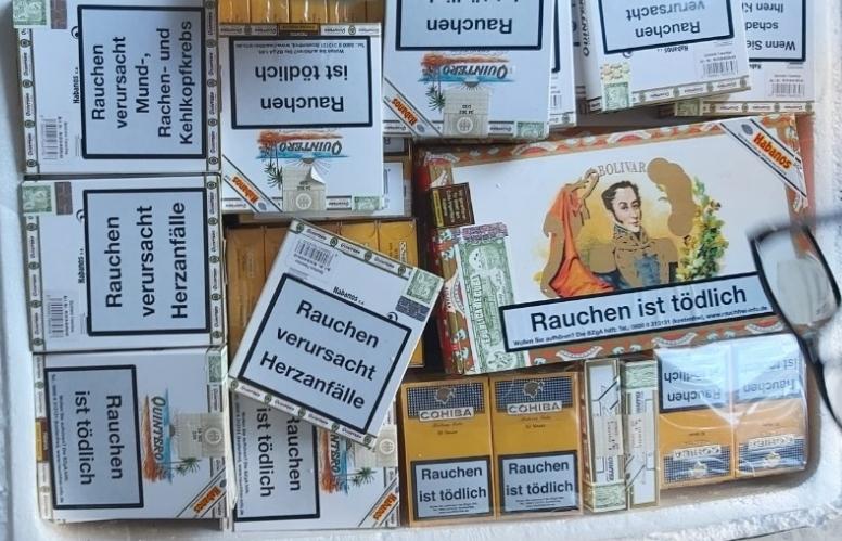 Phát hiện hàng nghìn điếu xì gà vận chuyển qua đường hàng không