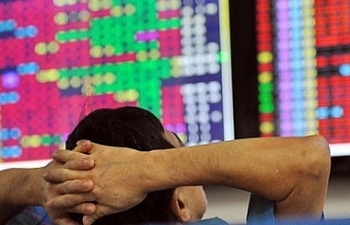 """Không có chuyện """"đóng cửa"""" thị trường chứng khoán"""