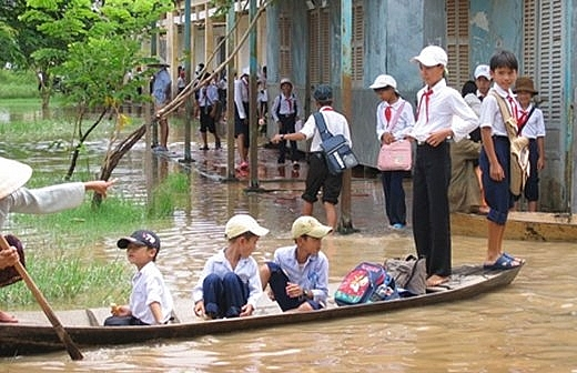 Nhiều địa phương tiếp tục cho học sinh nghỉ học vì mưa lũ