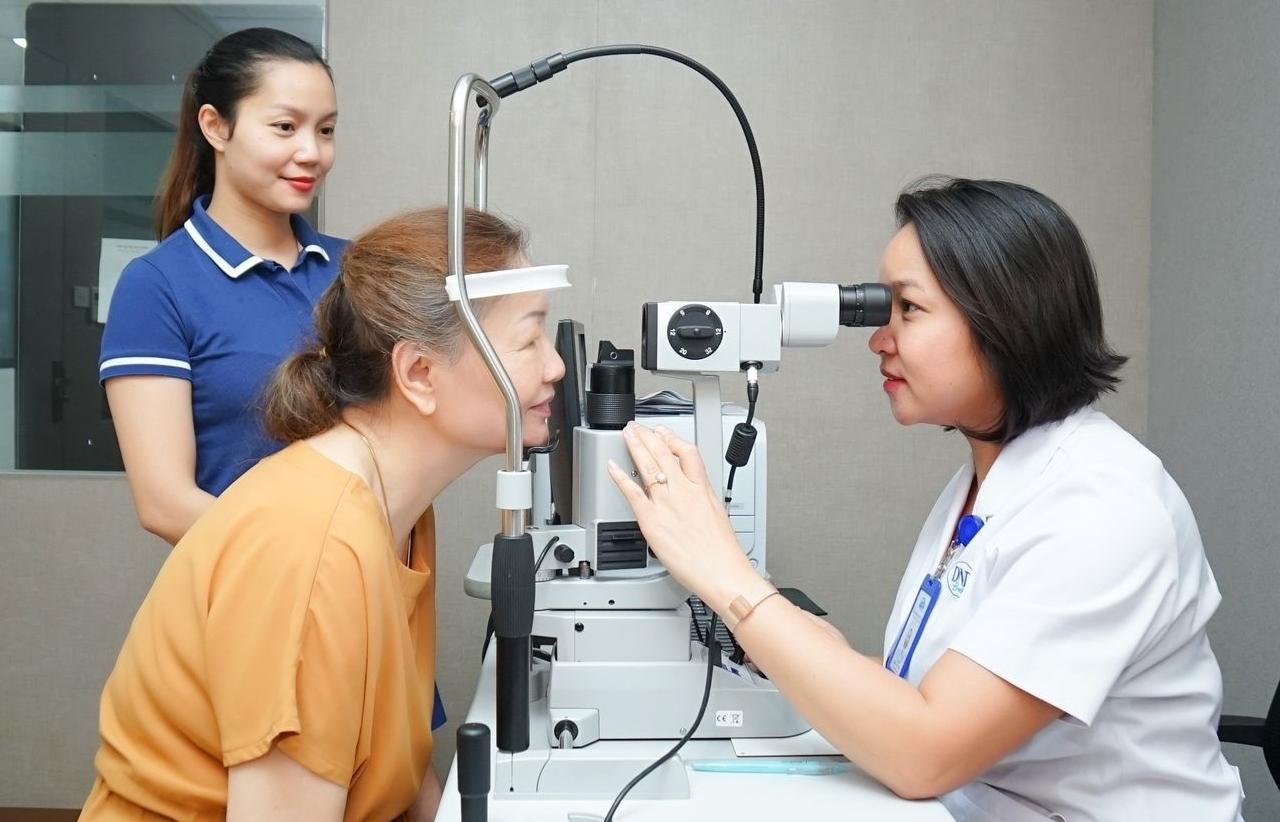 Thường xuyên tái khám để tránh mù loà do bệnh lý đáy mắt