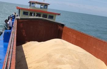 Cảnh sát biển bắt tàu vận chuyển 50 tấn đường không giấy tờ chứng minh nguồn gốc