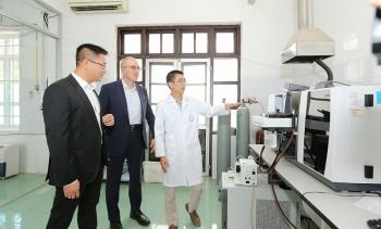 Tetra Laval tặng thiết bị xét nghiệm Covid-19 cho tỉnh Hà Nam