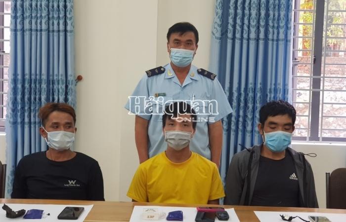 Hải quan Nậm Cắn phối hợp bắt 3 đối tượng vận chuyển ma túy