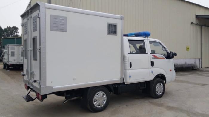 Hàng hóa là xe chở phạm nhân nhập khẩu có mã số 8703.32.53
