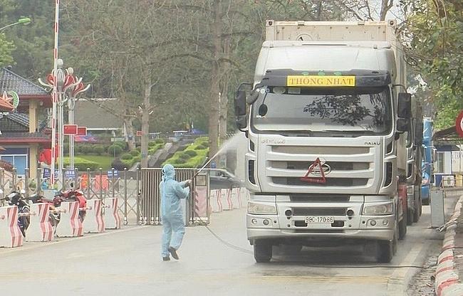 Lạng Sơn quản lý người, phương tiện chở hàng XK đến các cửa khẩu