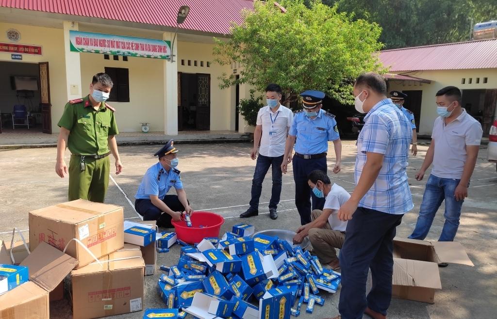 """Lạng Sơn: Tiêu hủy lô thuốc trị bệnh ngoài da """"lậu"""" trị giá 256 triệu đồng"""