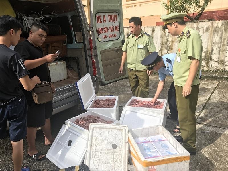 Lạng Sơn: Liên tiếp bắt nhiều vụ vận chuyển thực phẩm bẩn