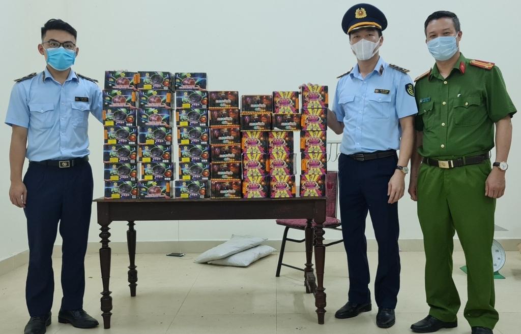 Nghệ An phát hiện xe tải vận chuyển 71 kg pháo nổ
