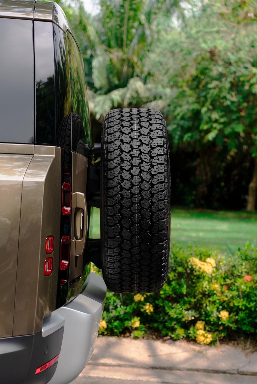"""Chính thức có mặt tại Việt Nam """"Thánh"""" off-road Land Rover Defender 90 có giá thấp nhất gần 4 tỷ đồng"""