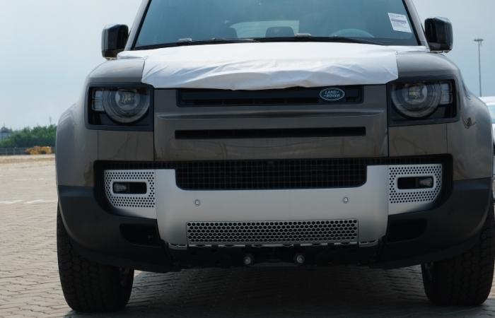 Hé lộ những hình ảnh đầu tiên của mẫu xe Land Rover Defender mới