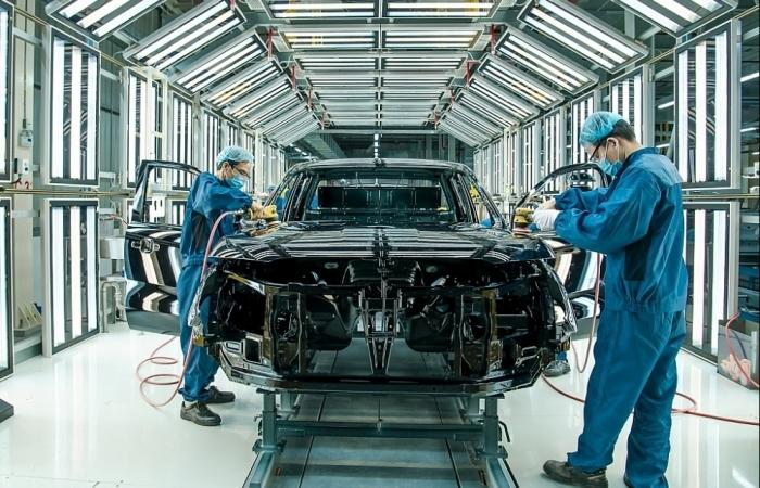 Dịch bệnh giảm bớt, kinh doanh ô tô nhanh chóng khởi sắc