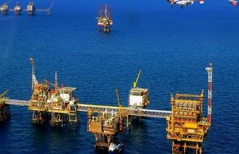 Đừng mong giá xăng trong nước giảm mạnh khi giá dầu thô lao dốc
