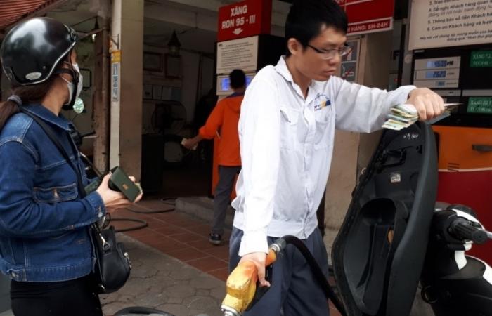 Chi mạnh Qũy Bình ổn, xăng dầu đồng loạt giảm giá