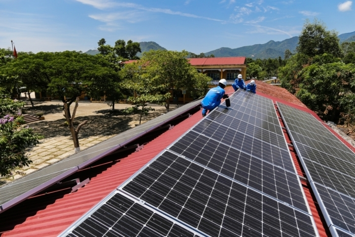 """Chưa """"chốt"""" giá mua bán điện mặt trời mái nhà từ ngày 1/1/2021"""