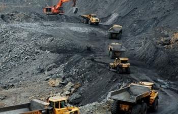 Dầu mỏ suy kiệt, khai thác than chất chồng khó khăn