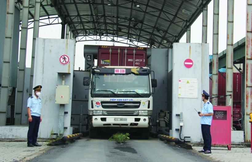 Nhiều vụ buôn lậu lớn được phát hiện qua máy soi container