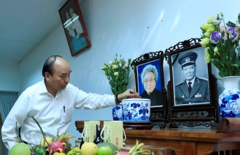 Thủ tướng dâng hương, tưởng nhớ các nguyên lãnh đạo Đảng, Nhà nước