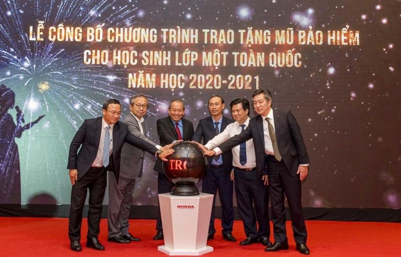 Honda Việt Nam tặng gần 2 triệu mũ bảo hiểm cho học sinh lớp 1 năm học 2020-2021