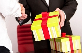 Bộ Tài chính nghiêm cấm  biếu, tặng quà Tết cho lãnh đạo toàn Ngành