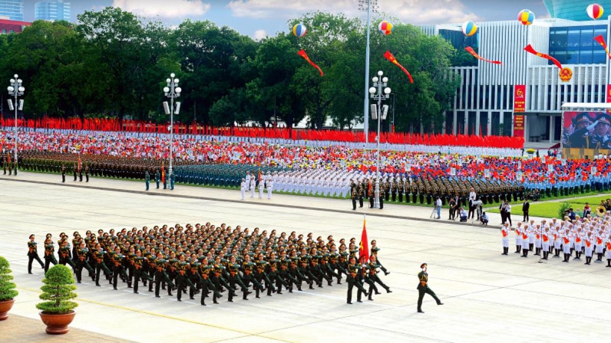 Khối Sỹ quan chỉ huy tham mưu trong Lễ duyệt binh kỷ niệm 70 năm ngày Quốc khánh nước CHXHCN Việt Nam